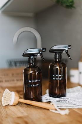 Vinegar and baking soda – the natural washing machine decontaminator.